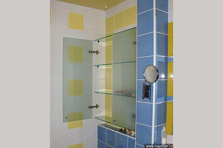 Стеклянный шкафчик для ванной комнаты.