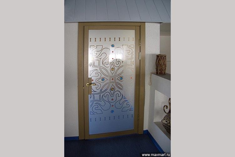 Дверь стеклянная декорированная плёнками и фьюзингом.