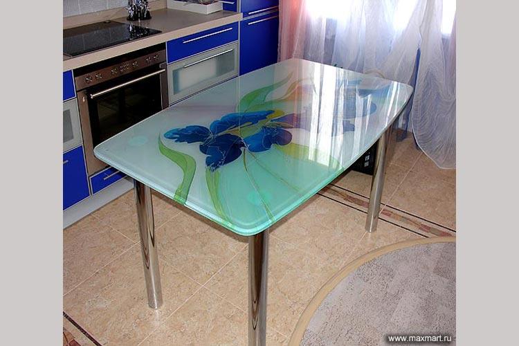 Обеденный стол из стекла, декор - батик.