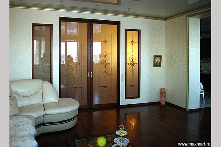 Межкомнатные двери из стекла с декором и витражи.